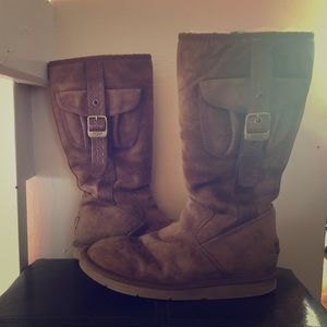 Ugg: 1985 Retro Cargo boots SZ: 8😍🤩